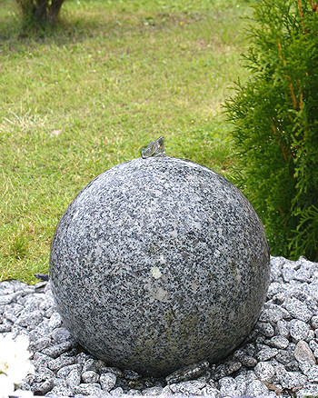 Gartenbrunnen Granitkugel grey Moon 30 LED 02